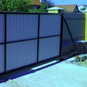 Откатные ворота без электропривода для дома